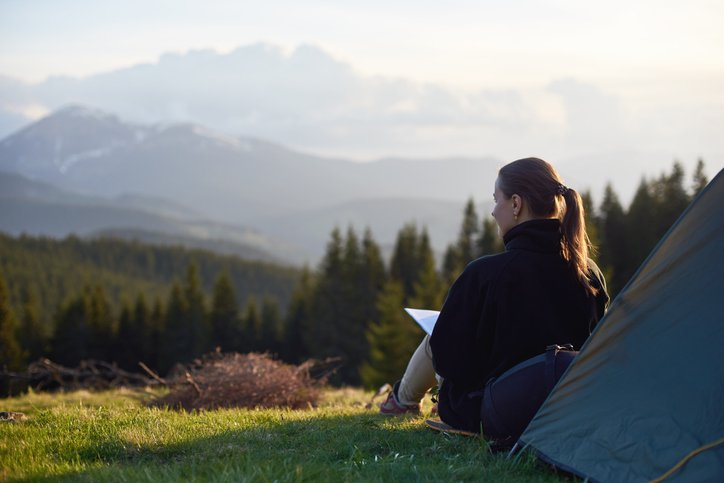 Woman freelancing from the mountainsWoman freelancing from the mountains