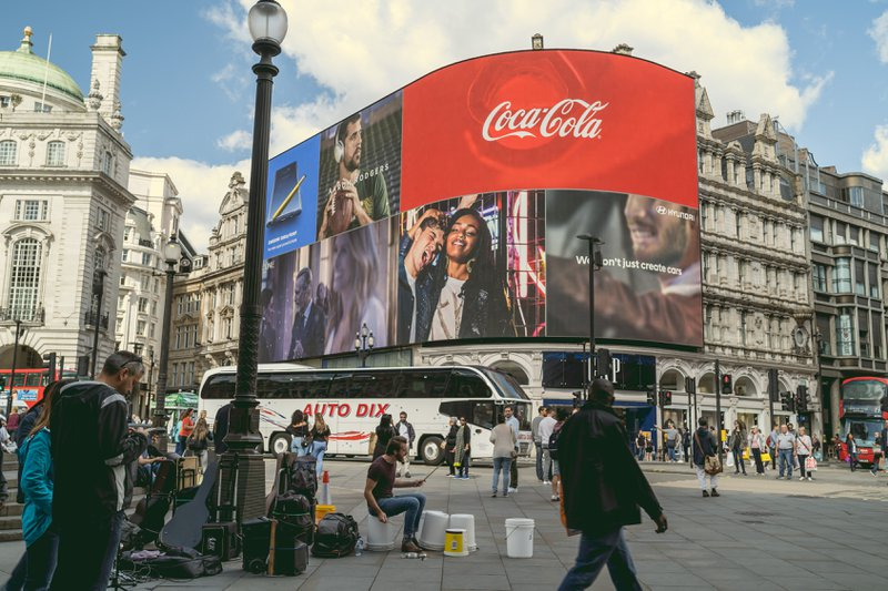 Coca-Cola undifferentiated marketing in a high street